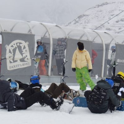 Snowboarders in © Baqueira Beret